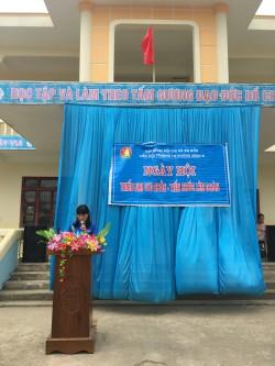 Cô giáo Hoàng Thị Thái Nguyên - Phó hiệu trưởng  Nhà trường khai mạc Ngày hội